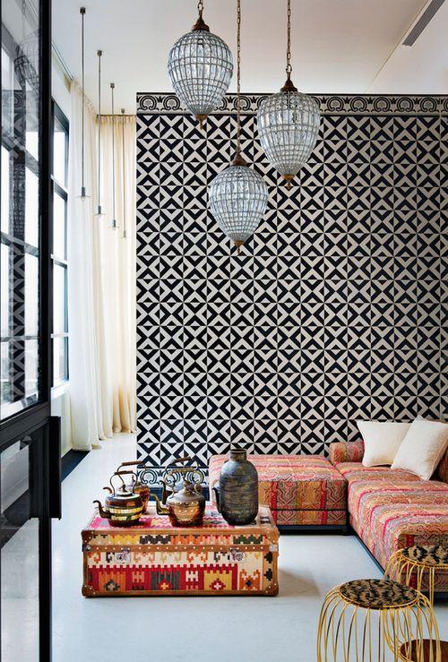 Un graphisme qui équilibre un mobilier oriental