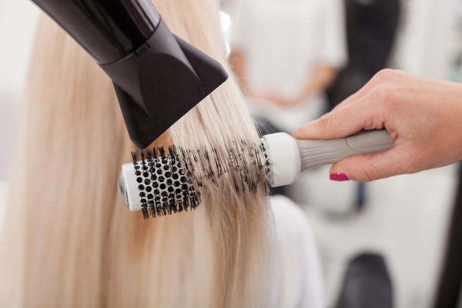 brushing brosse ronde cheveux