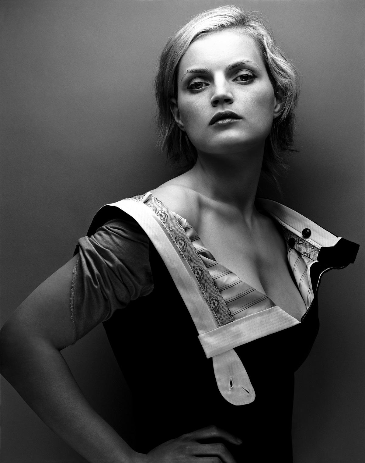 "Guinevere Van Seenus dans une ""robe pantalon"" ©Michelangelo di Battista 2001"