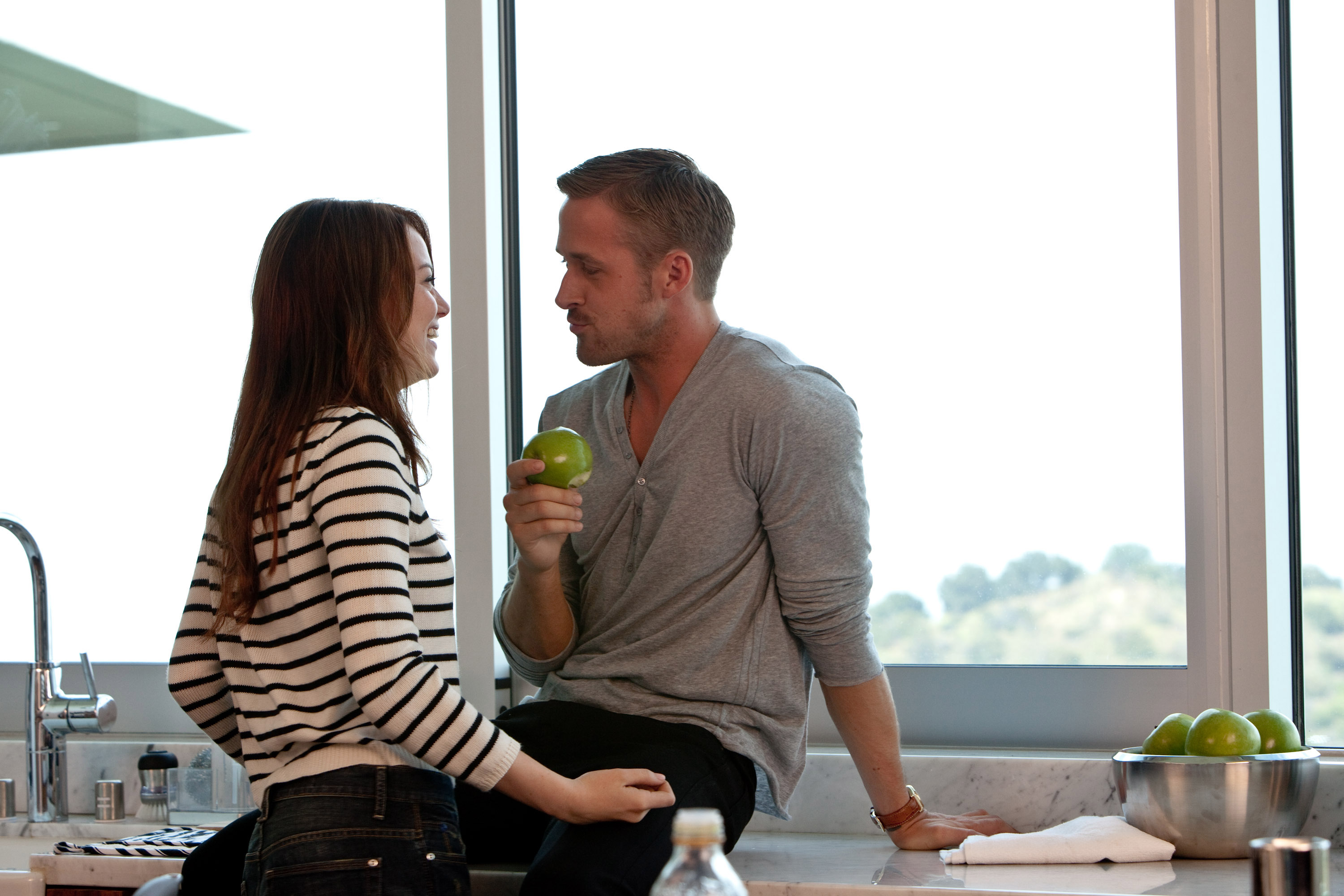 """(L-r) EMMA STONE as Hannah and RYAN GOSLING as Jacob in Warner Bros. Pictures' comedy """"CRAZY, STUPID, LOVE."""" a Warner Bros. Pictures release. Photo by Ben Glass"""