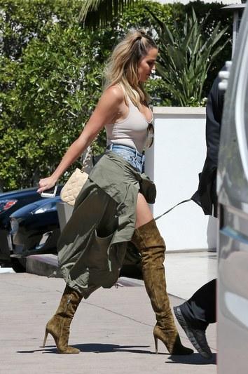 Khloé Kardashian en cuissardes