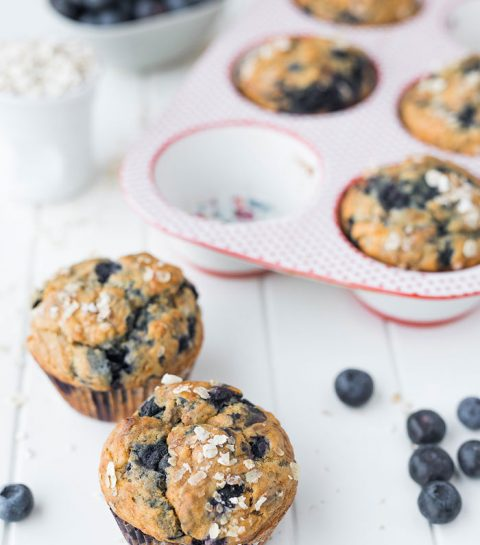 Muffins aux bananes, flocons d'avoine et myrtiles