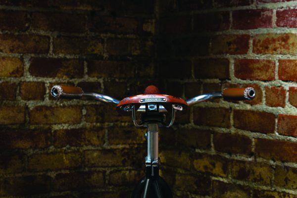 fa16_vault_brooks_ep_bikesaddle_back