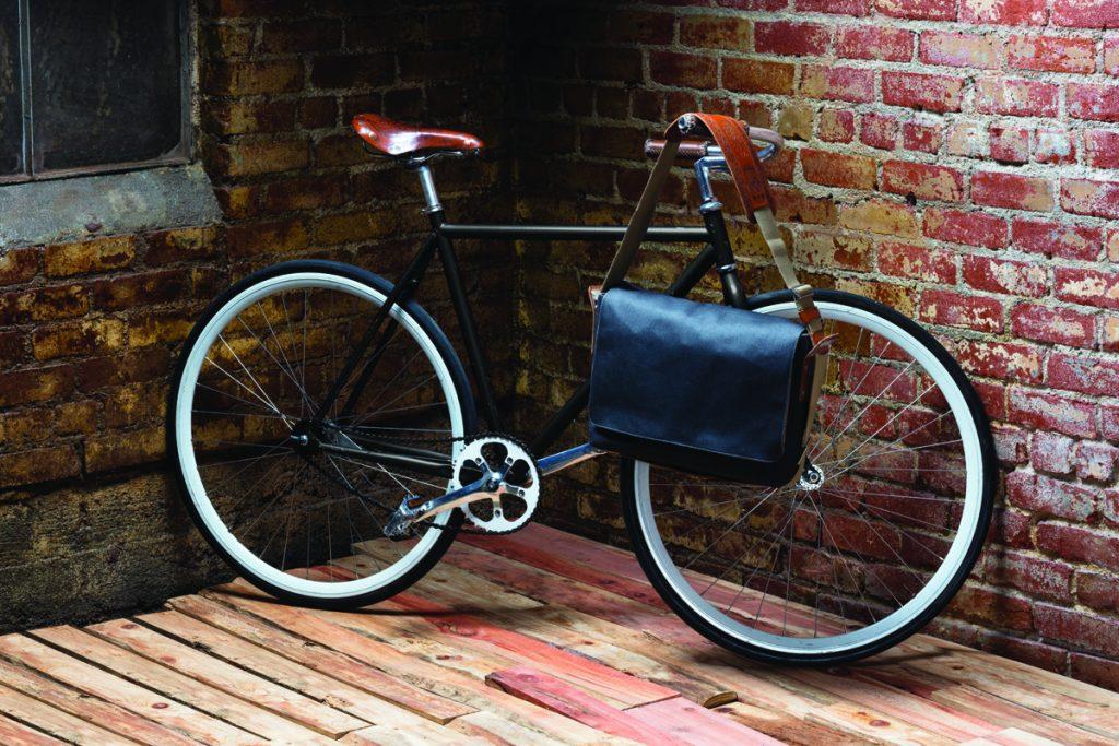 fa16_vault_brooks_ep_bike_bag_side