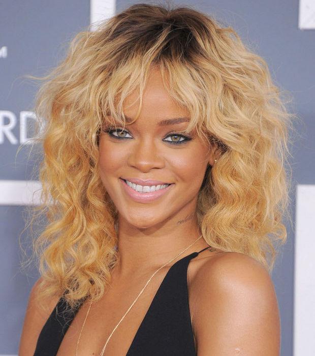 Rihanna cheveux abimés compléments alimentaires