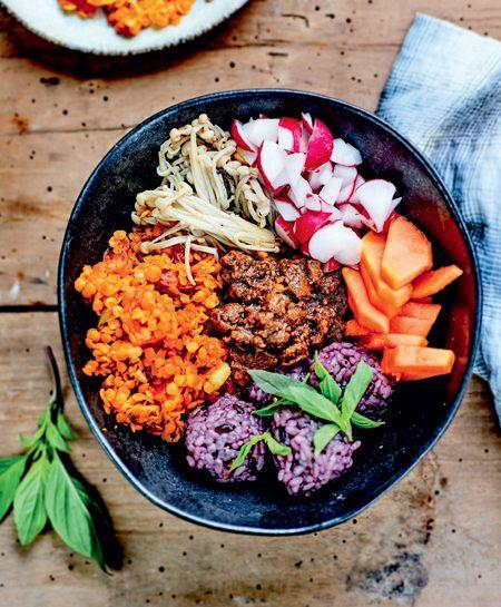 Buddha Bowl shimejis, rizet lentilles, sauce tahini