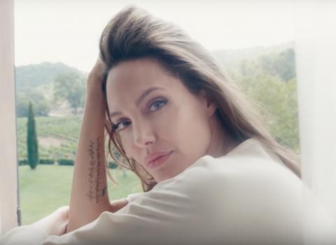 Angelina Jolie envoûtante pour «Mon Guerlain» (VIDEO)