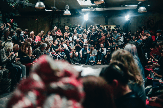 Fashion-week-insider-praat-modetermen-achter-de-schermen-10