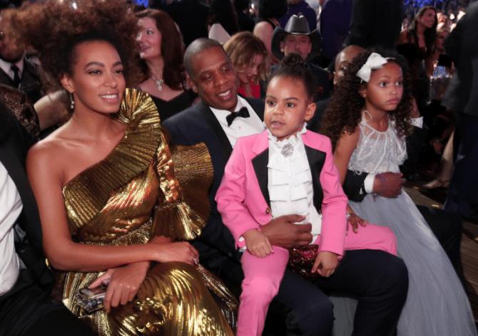 Grammy-Awards-2017-Blue-Ivy-Gucci-smoking-kids-red-carpet-rode-loper-1-768x541