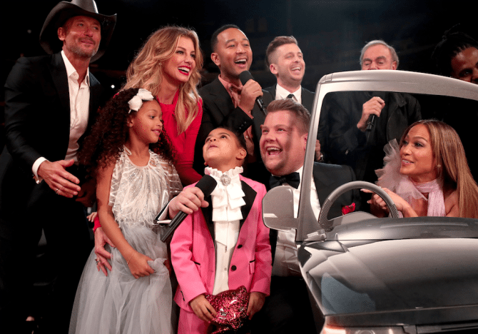 Grammy-Awards-2017-Blue-Ivy-Gucci-smoking-kids-red-carpet-rode-loper-2