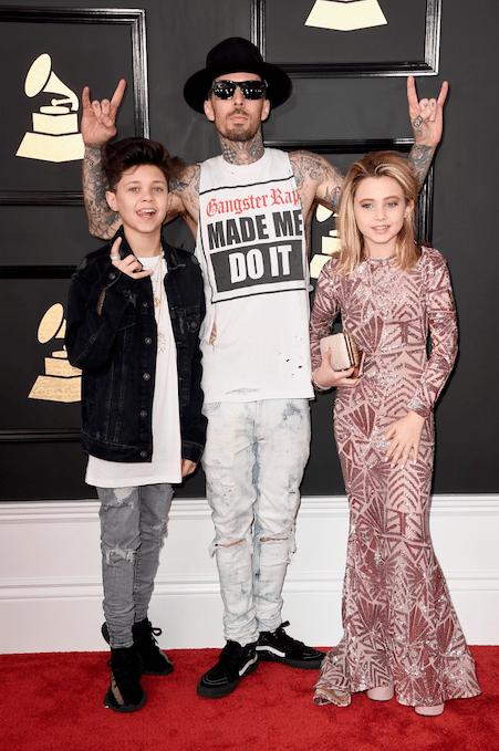Grammy-Awards-2017-Blue-Ivy-Gucci-smoking-kids-red-carpet-rode-loper-4