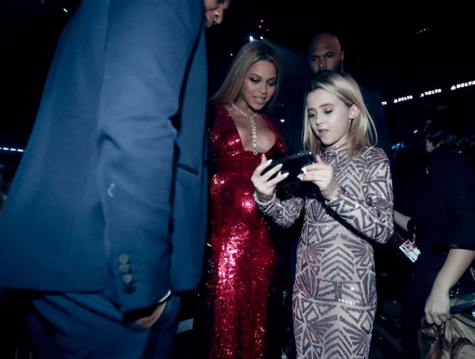 Grammy-Awards-2017-Blue-Ivy-Gucci-smoking-kids-red-carpet-rode-loper-5