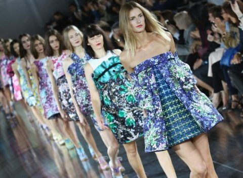 Mannequins: à quoi ressemble leur vie aux Fashion Weeks?