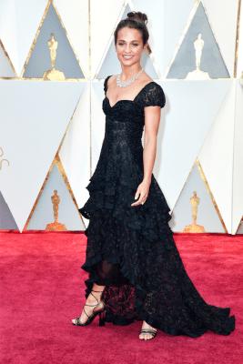 Oscars-2017-live-rode-loper-jurken-best-dressed-Alicia-Vikander