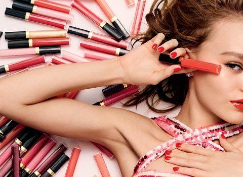 Lily-Rose Depp plus espiègle que jamais pour CHANEL (VIDEO)