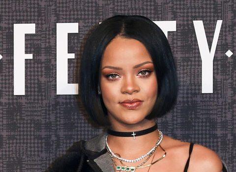 Rihanna lance sa ligne de maquillage et cherche un make-up artist