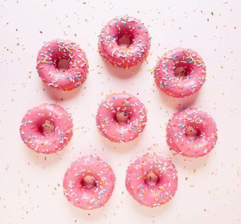 Recette des donuts au rosé : la gourmandise parfaite pour l'été