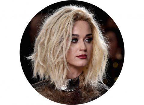 Tendance cheveux: le carré blond platine décoiffé