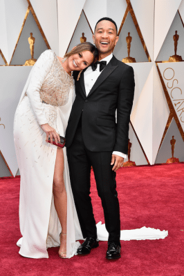 oscars-2017-live-best-dressed-red-carpet-rode-loper-koppels-Chrissy-Teigen-John-Legend