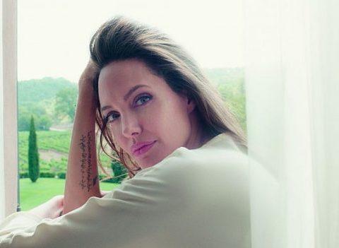 Mon Guerlain: le tatouage invisible d'Angelina Jolie