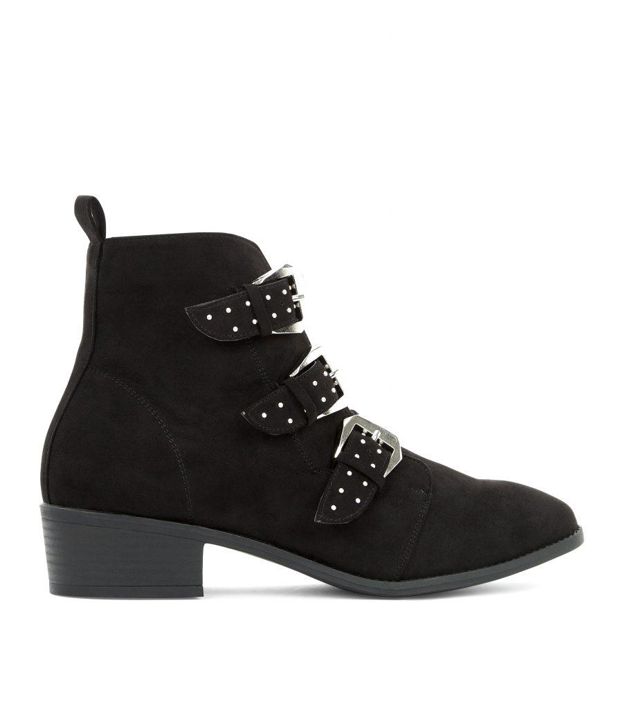 boots-noires-en-suédine-à-boucles-et-clous