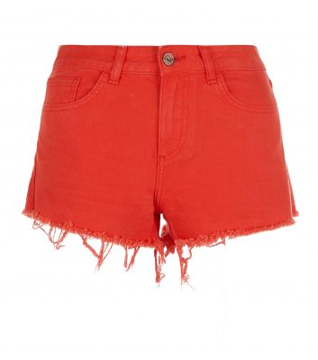 red-fray-hem-denim-shorts-