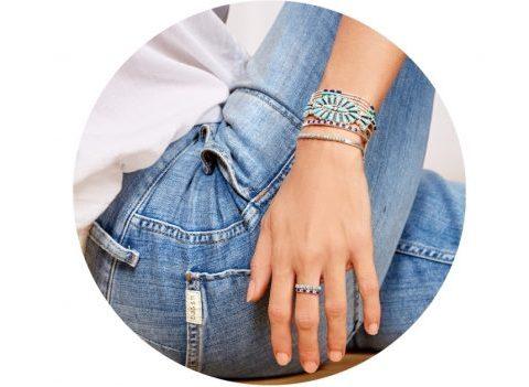 «Les Belles Turquoises» : la ligne de bijoux signée ba&sh x Harpo