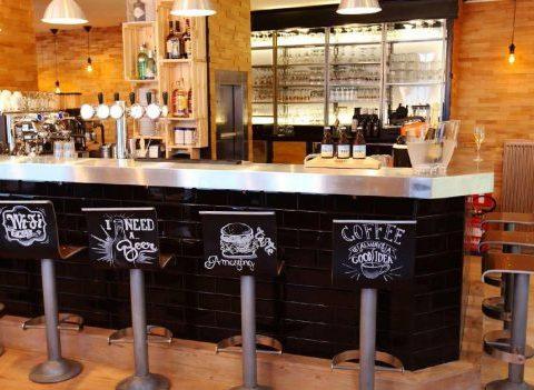 On a testé: Chez Marraine, le nouveau bar à burgers de Schaerbeek