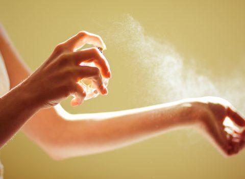 Pourquoi votre parfum ne tient pas ? Les raisons et les solutions