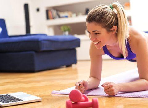 Conseils de coach : comment s'entrainer vite et bien chez soi ?