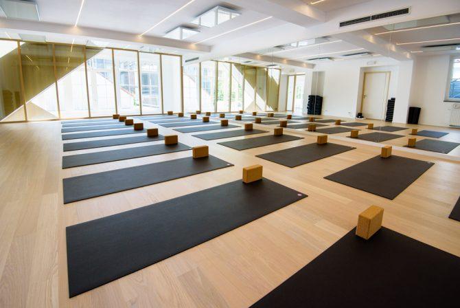 on a test le plus cool studio de yoga de bruxelles. Black Bedroom Furniture Sets. Home Design Ideas