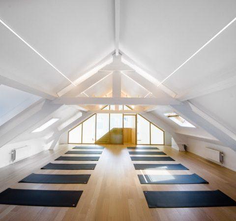 On a testé le plus dingue studio de yoga de Bruxelles