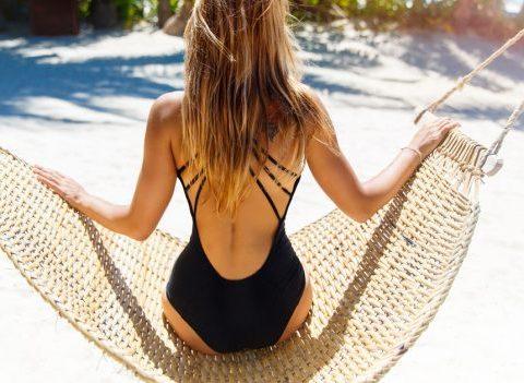 Quels soins avant/pendant/après pour des cheveux canons en vacances ?