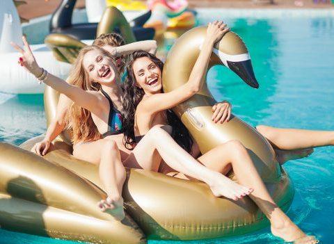15 objets pour une pool party réussie