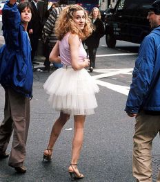 Les 50 plus beaux looks de Carrie Bradshaw
