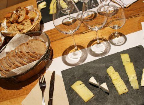 Quels vins choisir pour une soirée fromages ?