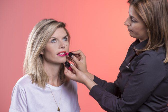 Tutorial: hoe breng je smetteloos matte lipstick aan? - 5