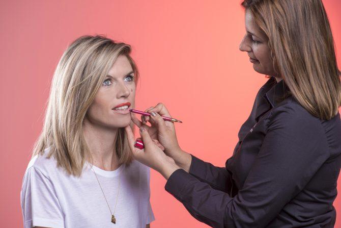 Tutorial: hoe breng je smetteloos matte lipstick aan? - 4