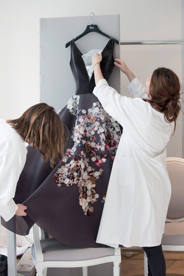 « Petites mains » aux doigts Dior - 1