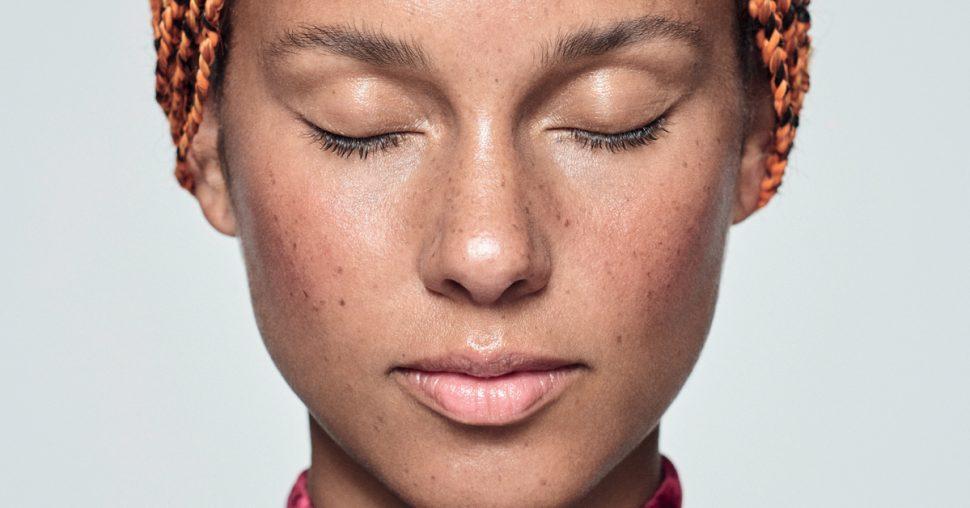 Comment Alicia Keys s'est-elle débarrassée de son acné ?