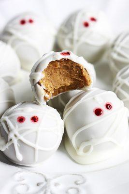 mummy-pumpkin-cheesecake-truffles-5