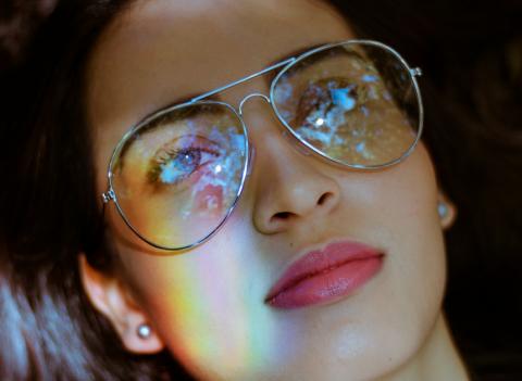 Les lunettes anti-lumière bleue: pourquoi en porter et où les shopper?
