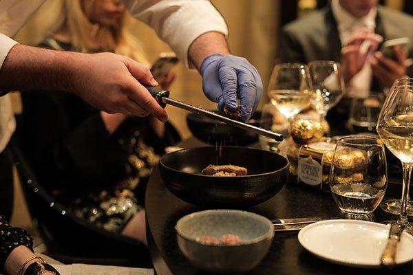 Revivez le Golden Dinner de ELLE x Ferrero Rocher - 2