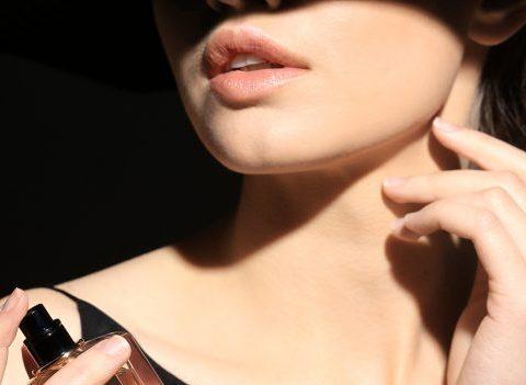 5 façons différentes de se parfumer avec élégance