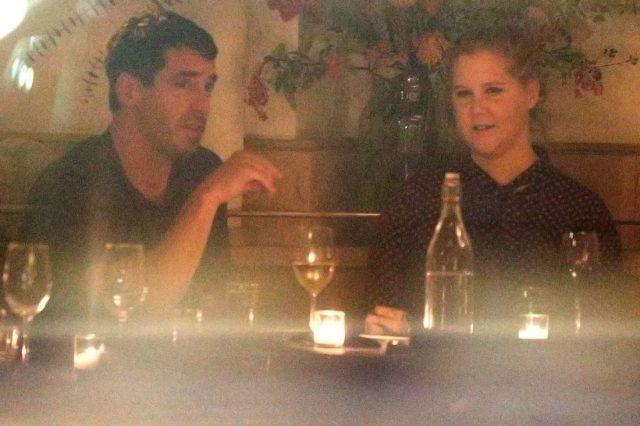 Amy Schumer a rompu avec Ben Hanish au milieu de cette année mais ne l'a pas pleuré longtemps. Elle s'est vite remise en couple avec le chef Chris Fischer.