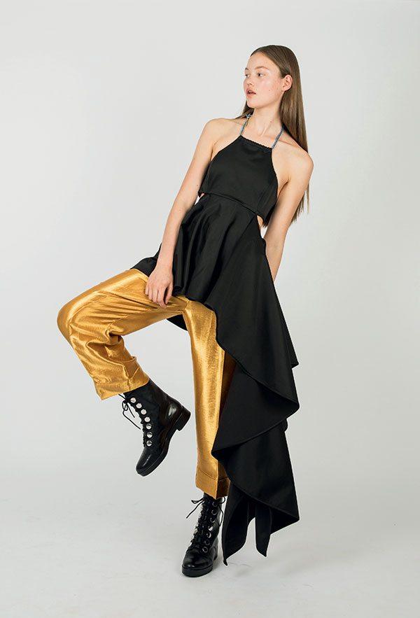 Comment porter le pantalon en satin au-delà des fêtes ? - 1