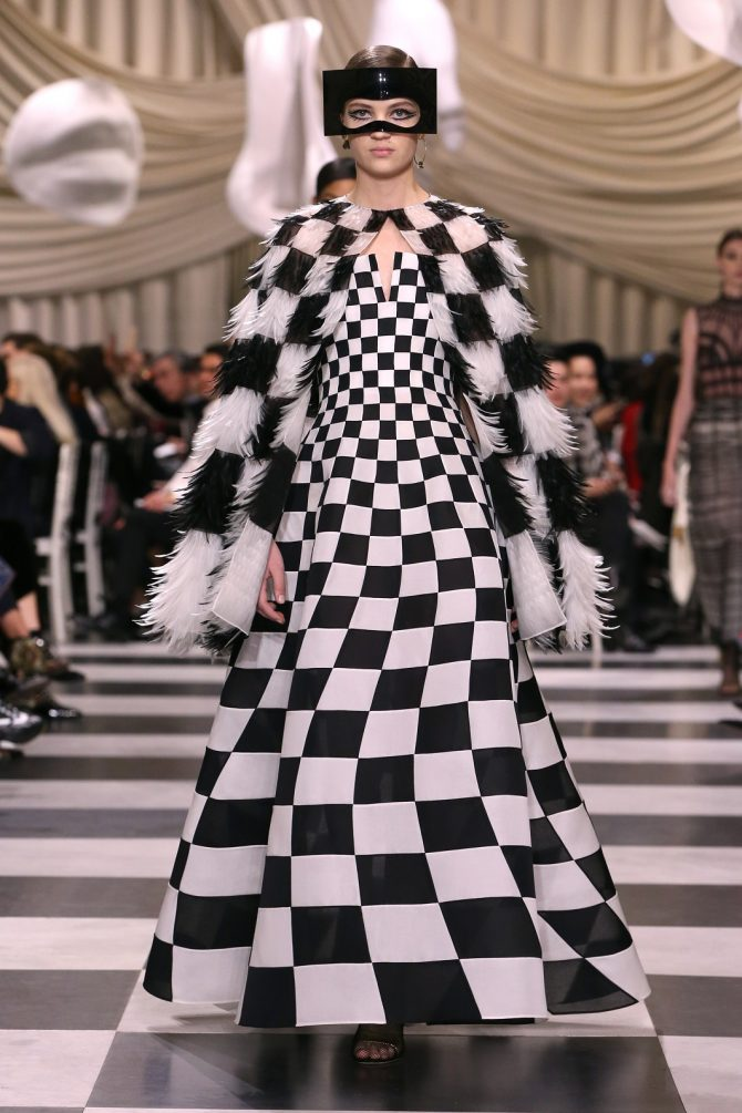 C'était comment ? Le Bal Masqué Surréaliste de Dior - 24