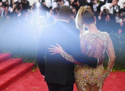 St-Valentin : Ce que les plus beaux couples de stars s'offriraient