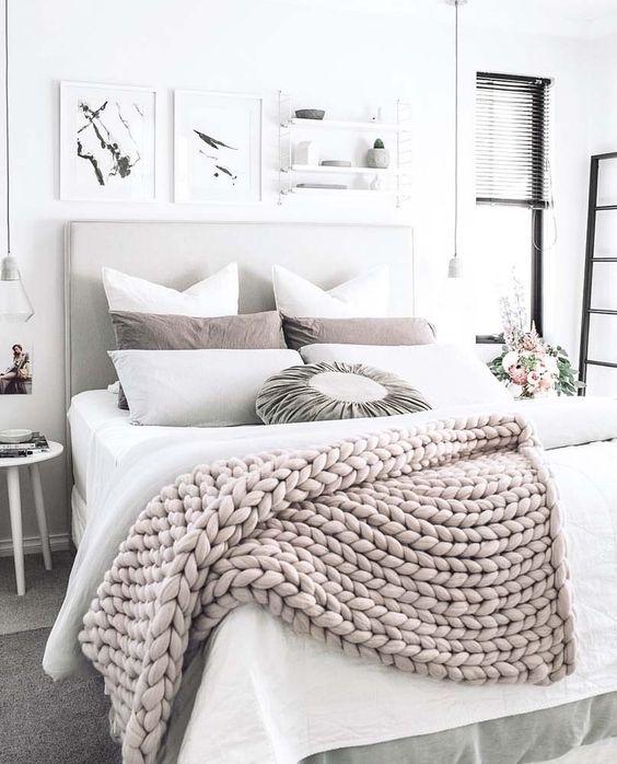 Ajoutez de grosses couvertures épaisses et moelleuses qui invitent à rester coucher le plus longtemps possible...