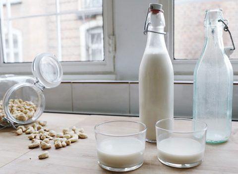 La recette de Charlotte Collard: lait aux noix de cajou et dattes